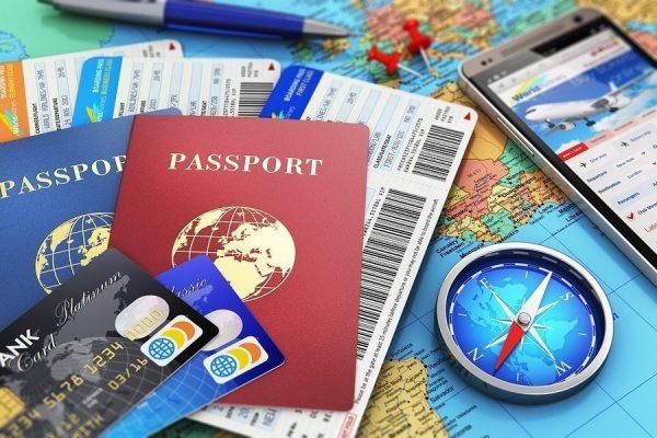 Не забудьте паспорта, кредитные карты и билеты!