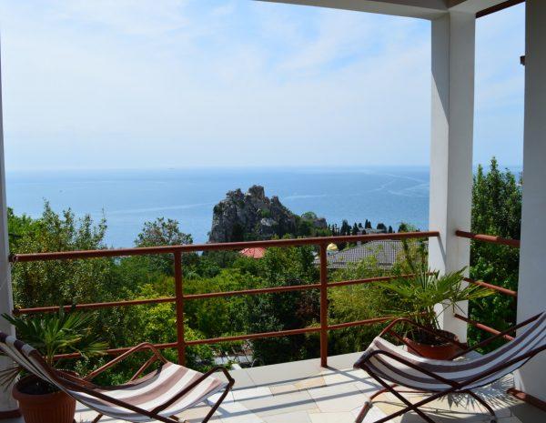 Вид на море с балкона в номере