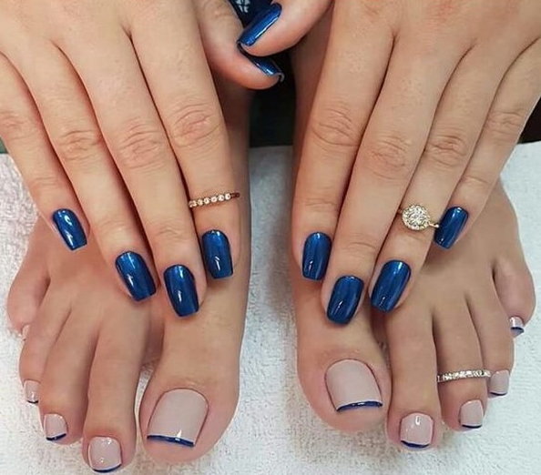 Модный френч в синем цвете