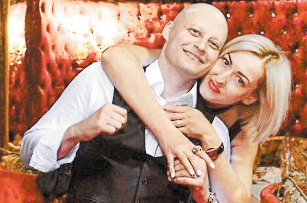 Андрей Павленко со своей женой Аней после химиотерапии