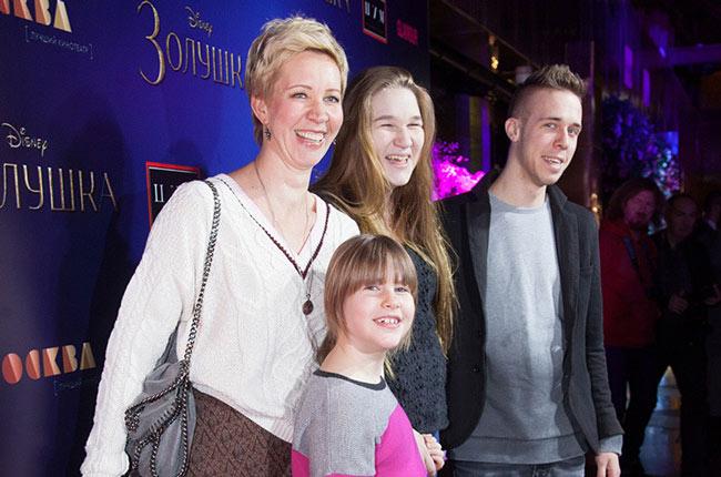 Татьяна Лазарева с сыном и дочерьми