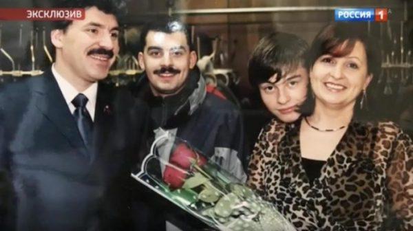 Ирина Грудинина с семьей, старший сын поддерживает ее, а с младшим она так и не нашла общий язык