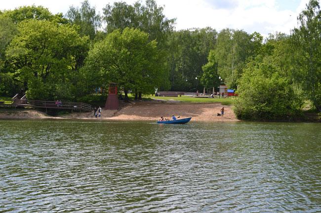 Пляж в парке «Тропарево»