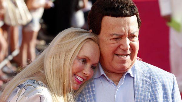 Известный певец с женой Нелли