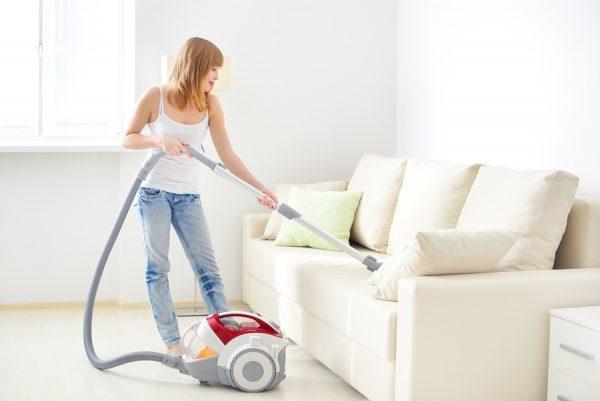 Очищение пятен при помощи пылесоса