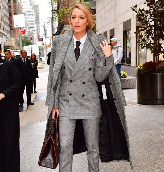 Классический костюм с длинным пиджаком