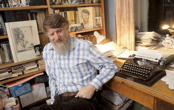 Известный писатель скончался от онкологического заболевания