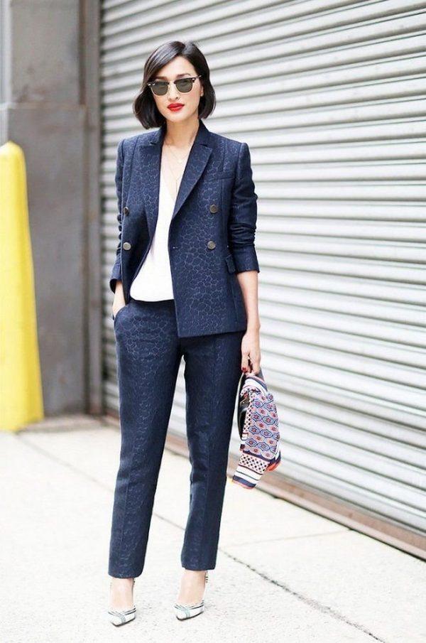 Модная классика в синем цвете