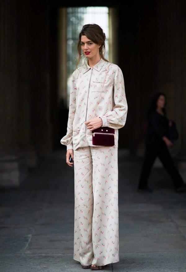 Модный костюм в пижамном стиле