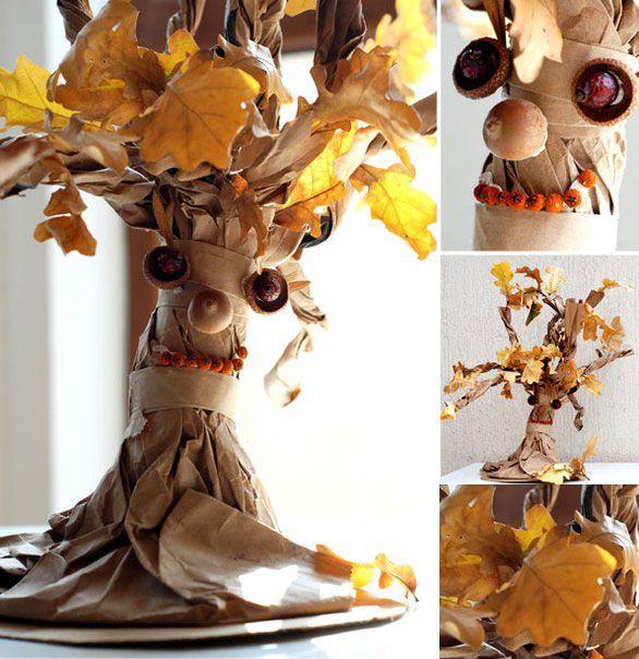 Осеннее дерево из бумаги и опавших листьев
