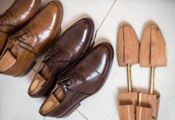 Как растянуть обувь при помощи специальных колодок
