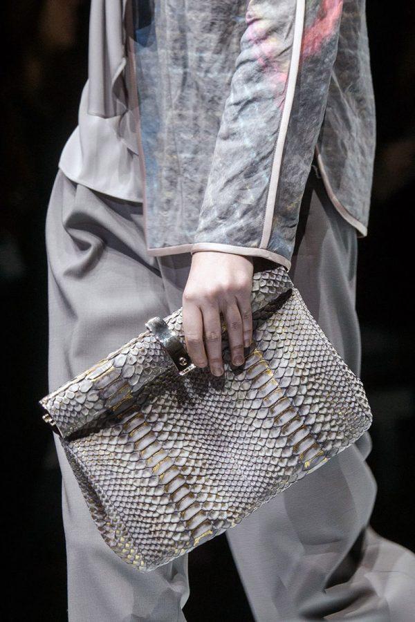 Модная сумка из кожи питона