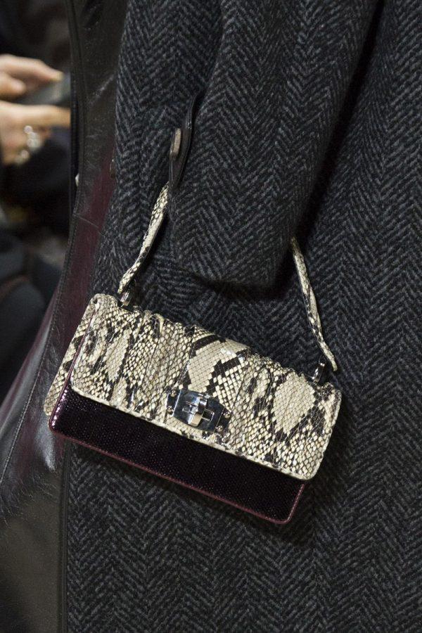 Элегантная женская сумочка из змеиной кожи