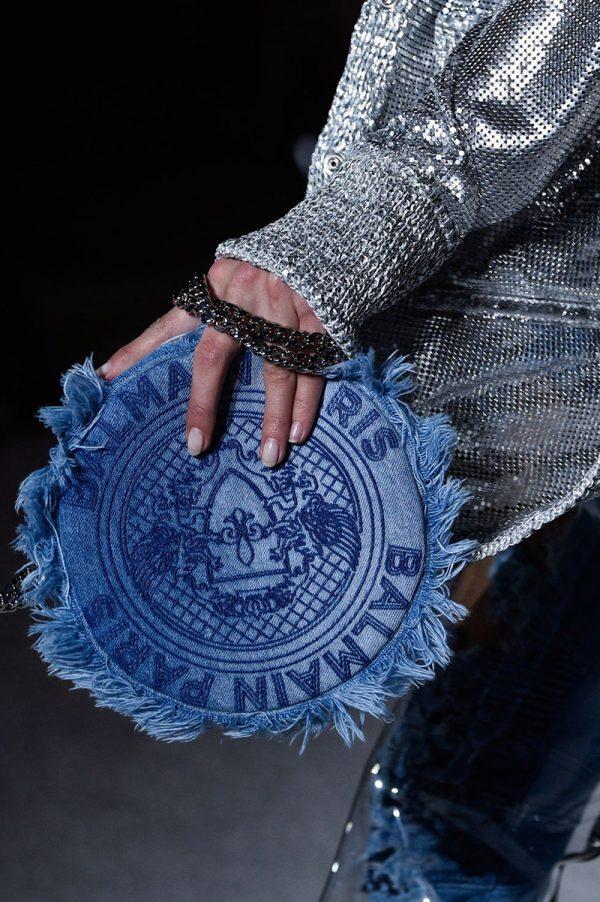 Круглая джинсовая сумка от бренда Балмейн