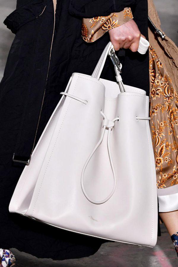Вместительная белая сумка
