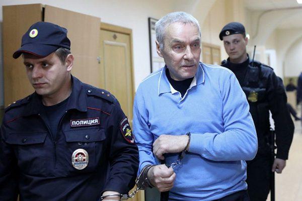 Также был арестован отец Дмитрия Захарченка