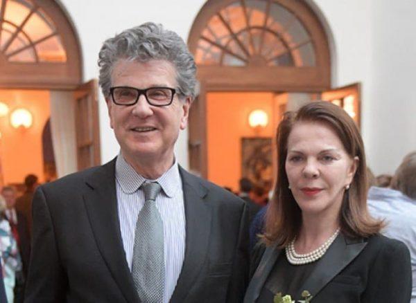 Консуэло Де Авиланд познакомилась с Игорем Костолевским во время работы в театре