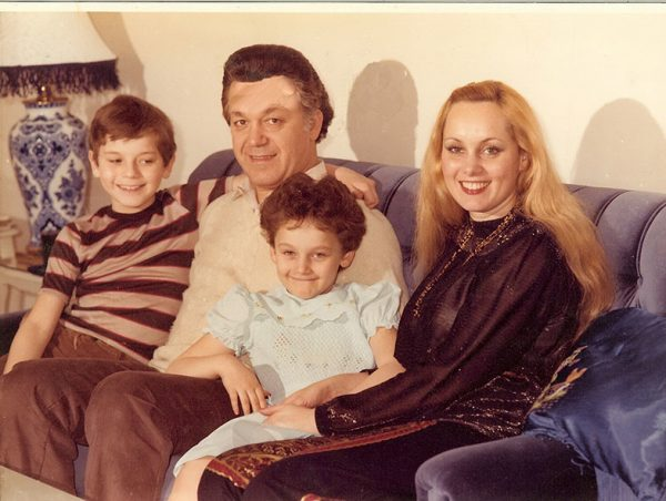 Наталья Рапоппорт в детстве со своими родителями