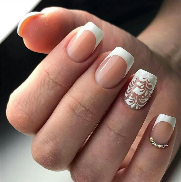 Маникюр с декором на одном ногте