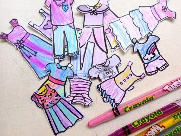 Кукла из картона и одежда из бумаги для нее