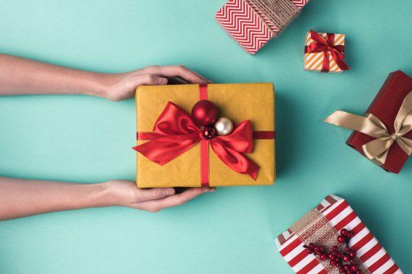 Что подарить друзьям на Новый год 2019: идеи подарков
