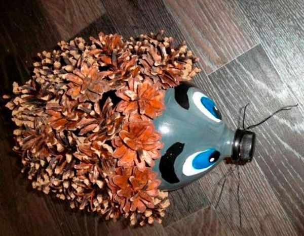 4-12 Ежик из шишек и пластиковой бутылки: мастер класс (фото)