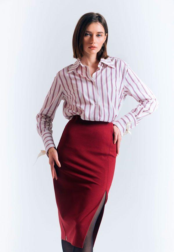 Рубашка с вертикальными красно-белыми