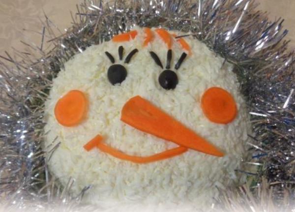 """Салат """"Снеговик"""": вкусный рецепт с фото на Новый год 2019"""