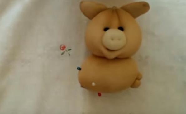 Свинка из капроновых колготок на Новый год 2019