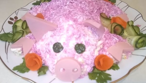 Салат с колбасой «Свинка»