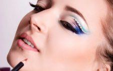 Простой и красивый макияж на Новый год 2019 для зеленых глаз
