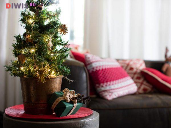 Интересные идеи оформления комнаты на Рождество 2019