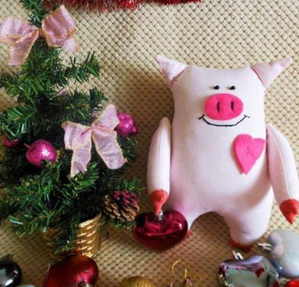 Свинья из ткани