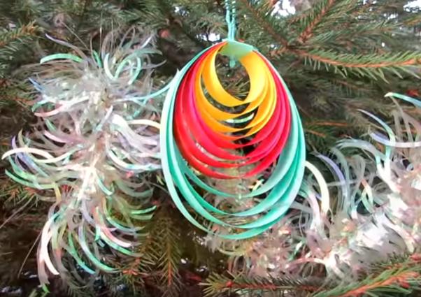 Самые красивые новогодние украшения для дома из подручных материалов