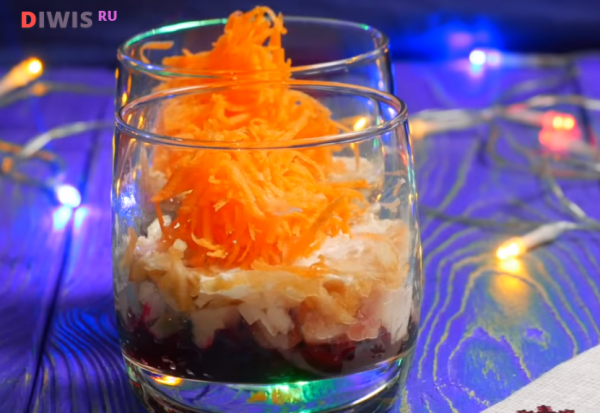 Самые вкусные слоеные салаты на Новый год 2019