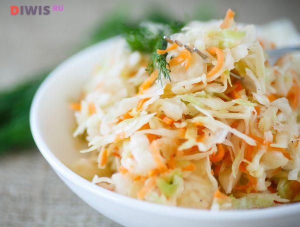 Салат с квашенной капустой
