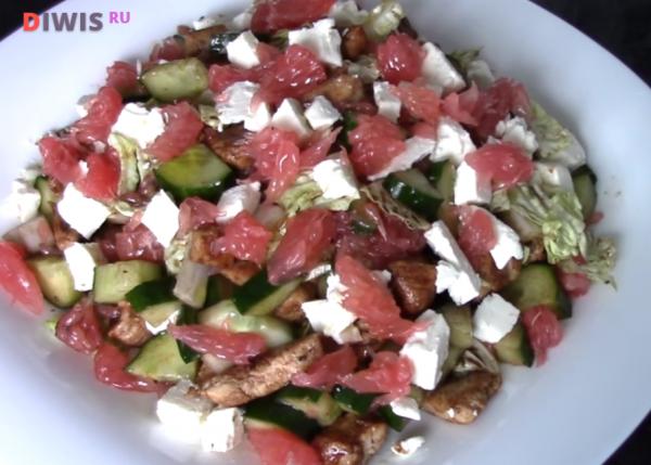 Салат из пекинской капусты, курицы и грейпфрута