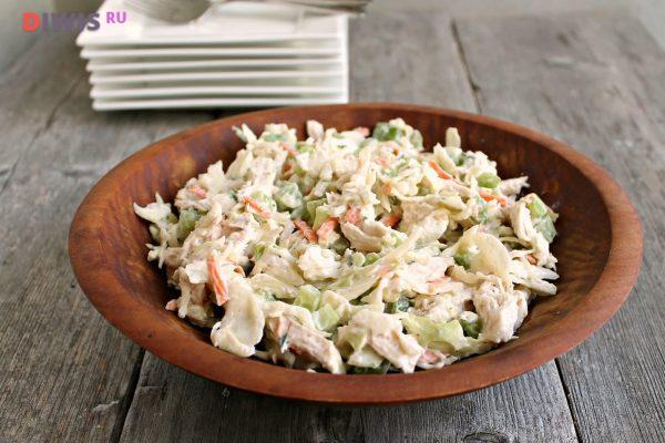 Салат из курицы, грибов и капусты