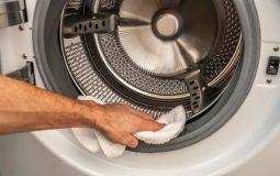 Как очистить стиральную машину от запаха и грязи