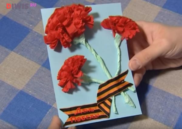 Гвоздики из салфетки на открытку