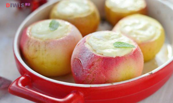 Печеные яблоки с творогом