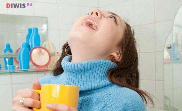 Как и чем полоскать горло взрослому при ангине