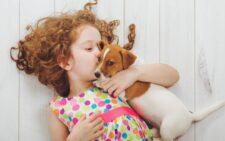 Какую собаку завести в квартире с детьми