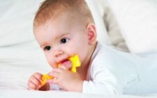 Как режутся зубки у детей - последовательность прорезывания молочных и постоянных зубов