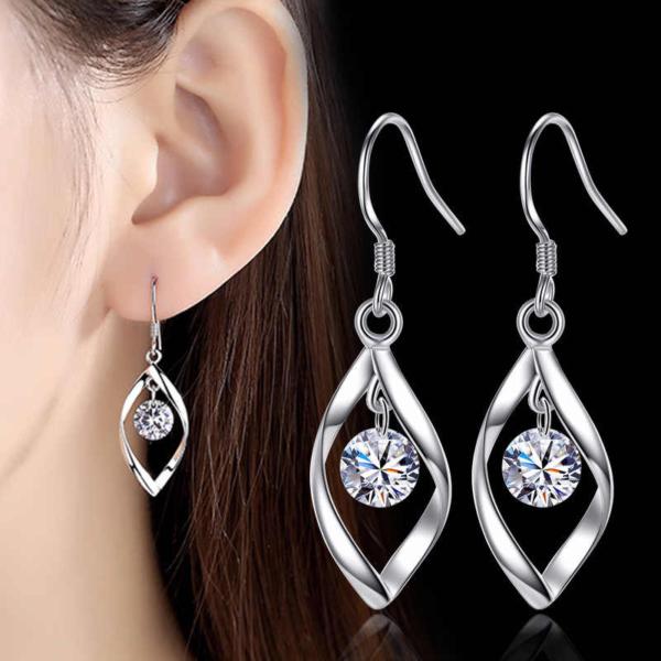 Серебряные серьги с фианитами - блеск серебра и самоцветов